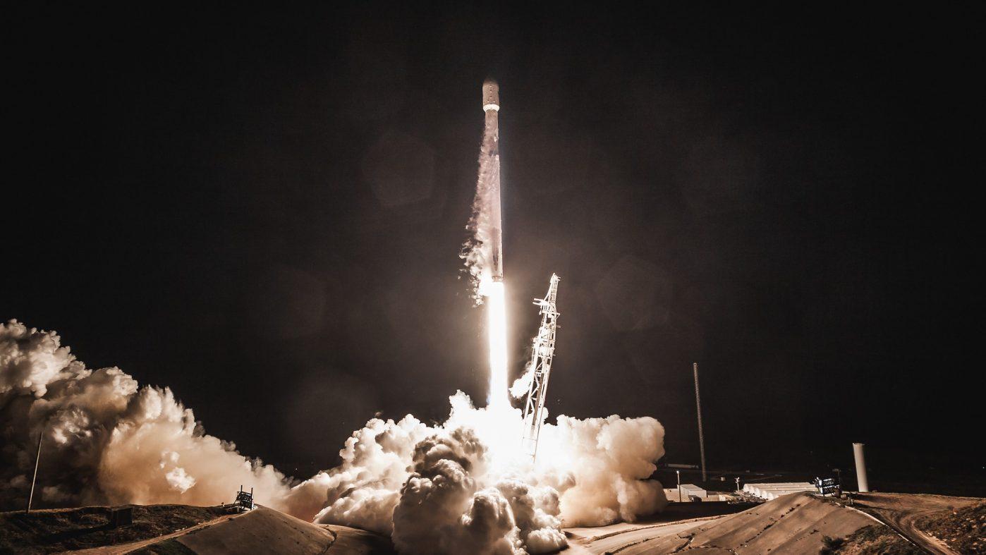スペースX、衛星ネット向け地上基地局を100万カ所設置へ