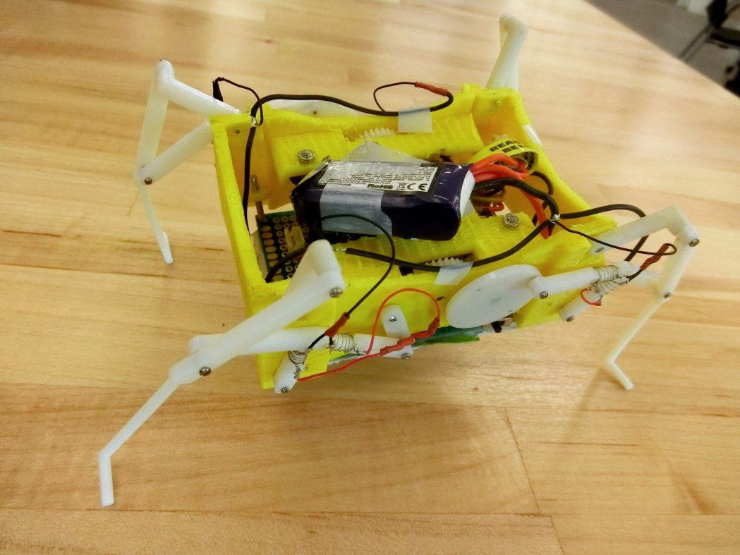 脚を溶かして高さを調整、新発想の環境適応ロボット