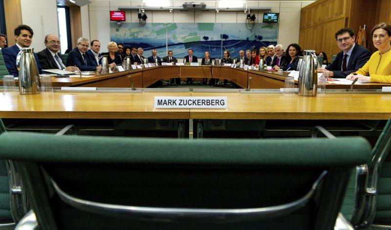 フェイスブックは「デジタル・ギャング」、英議会が規制を提案