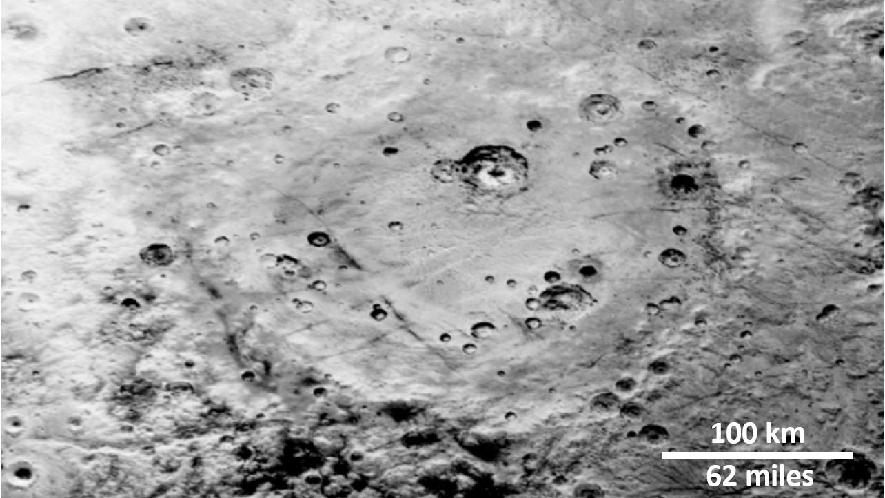 NASA探査機が捉えた冥王星クレーター写真が解き明かす、カイパーベルトの謎