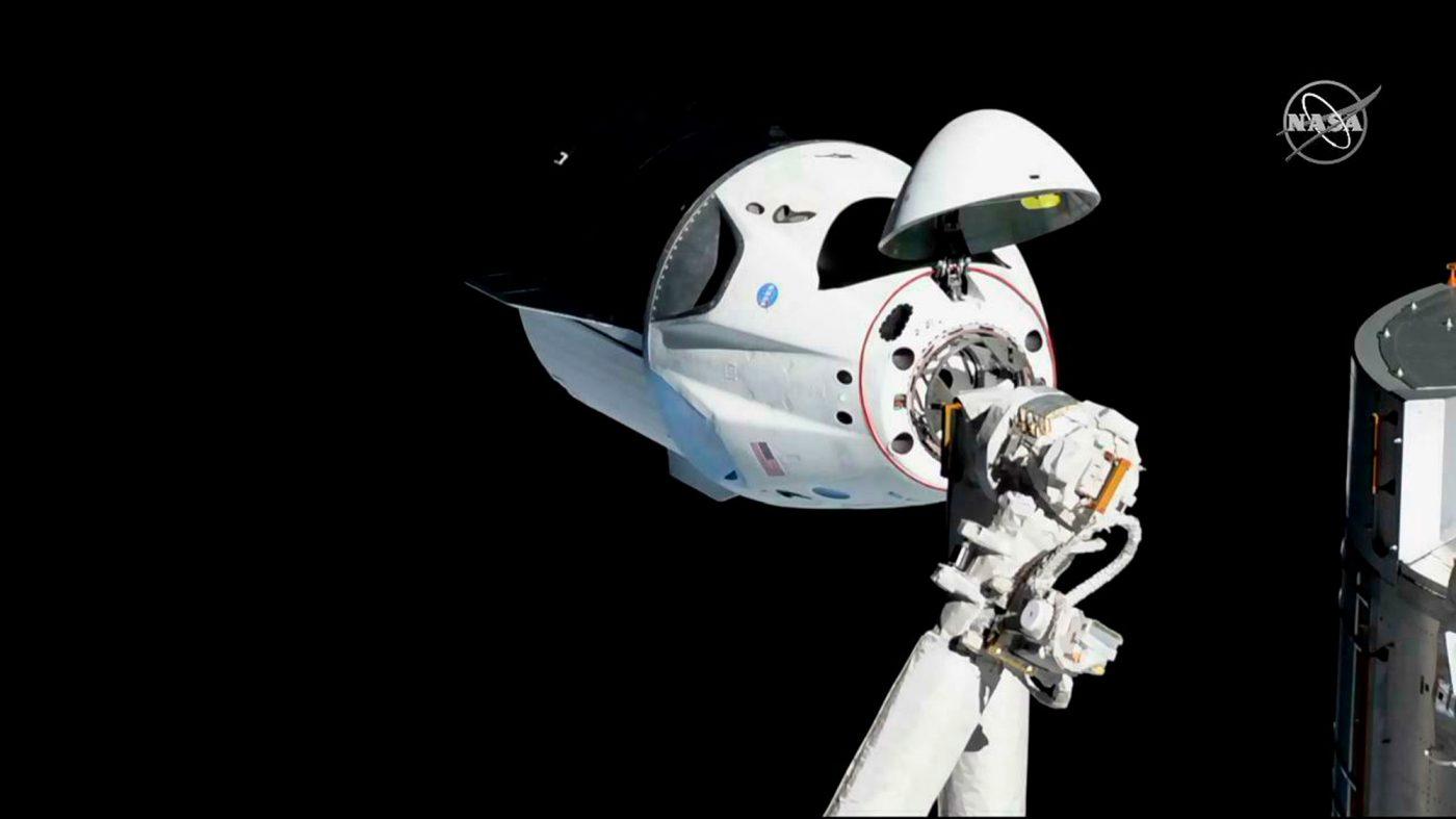 スペースXの「クルー・ドラゴン」、ISSとのドッキングに成功