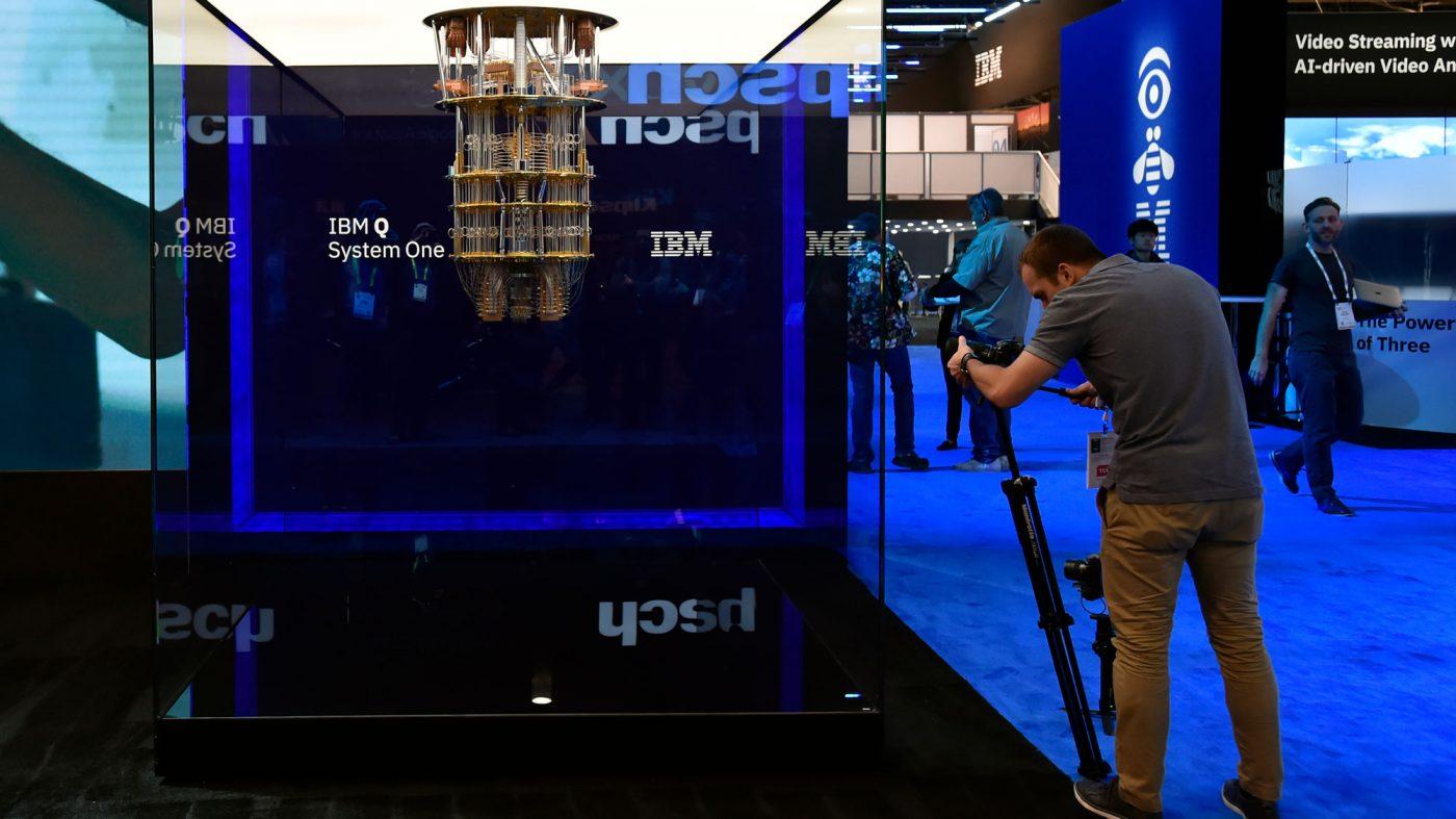 量子版「ムーアの法則」、IBMが性能評価で新指標を提案