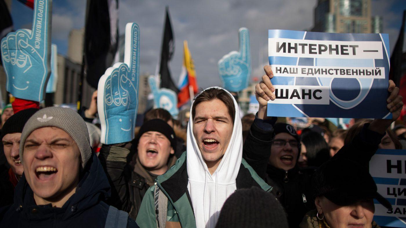 「政府のネット検閲許すな」モスクワなどロシアで抗議デモ