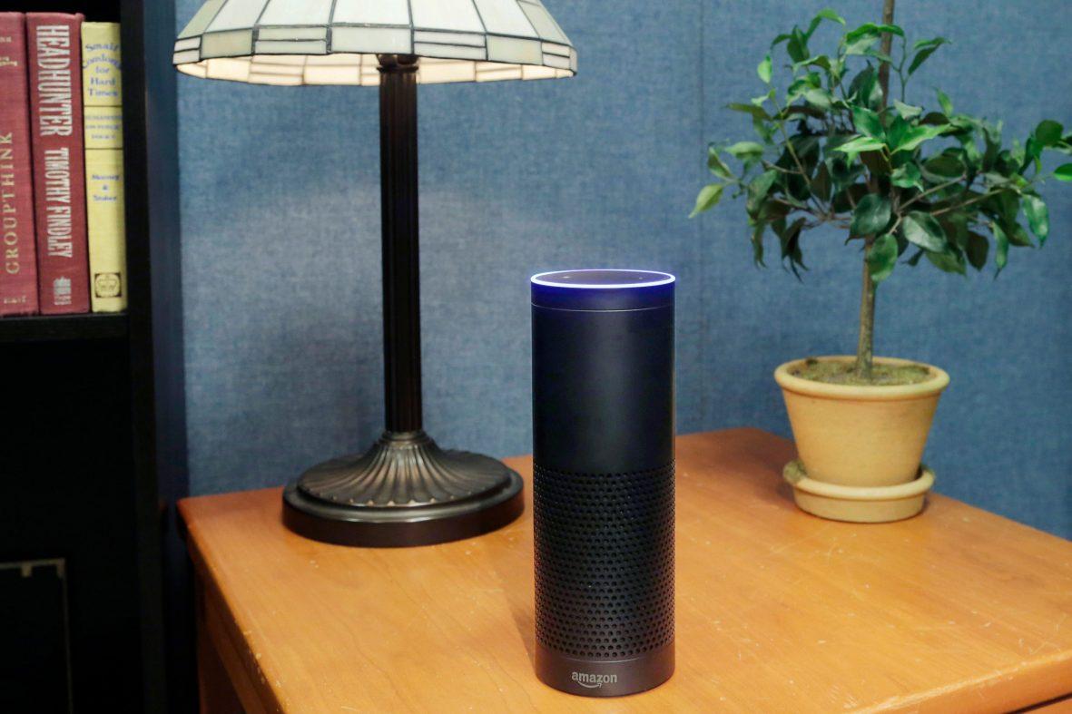 アマゾンがAIスピーカーの音声に「聞き耳」、社内に専任チーム