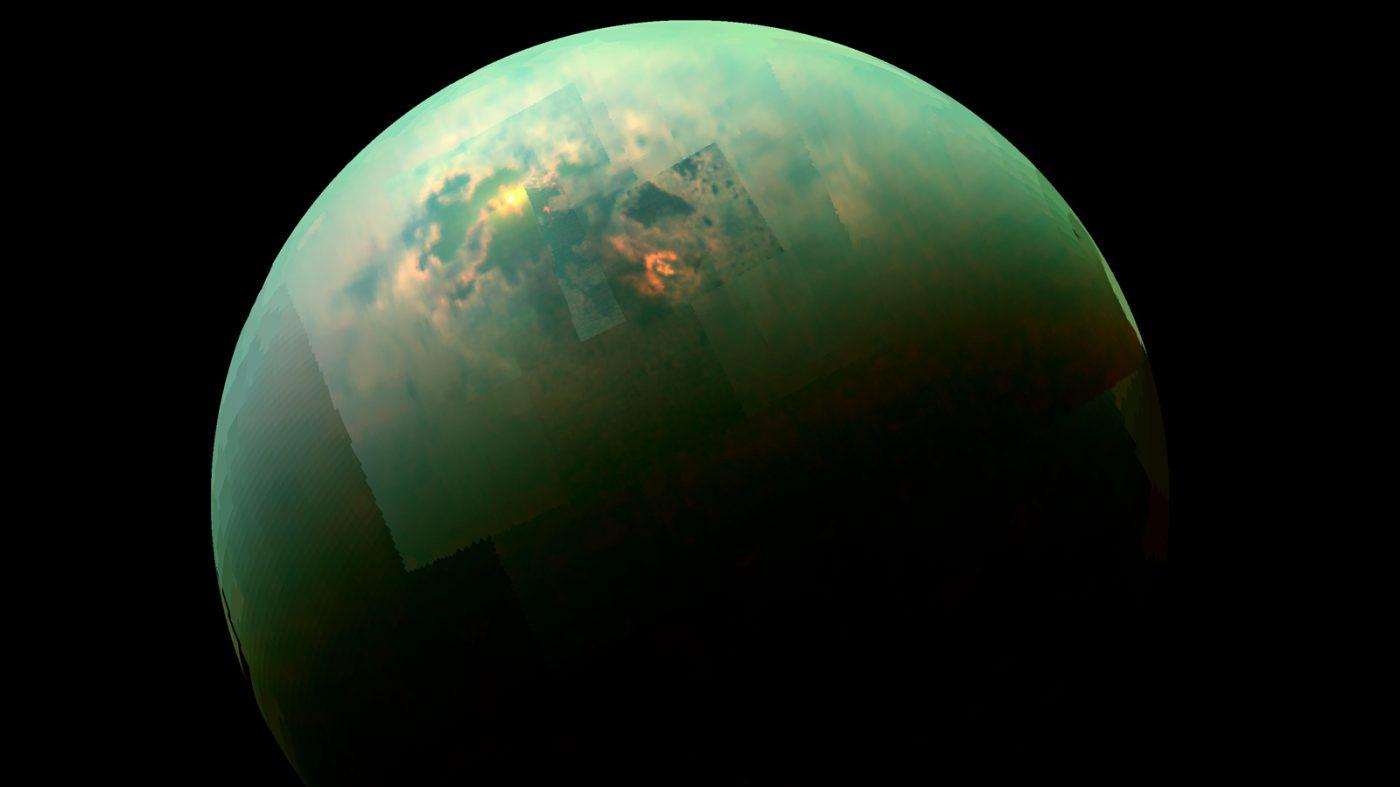 土星の衛星タイタンに深い湖、カッシーニ探査機のデータから判明