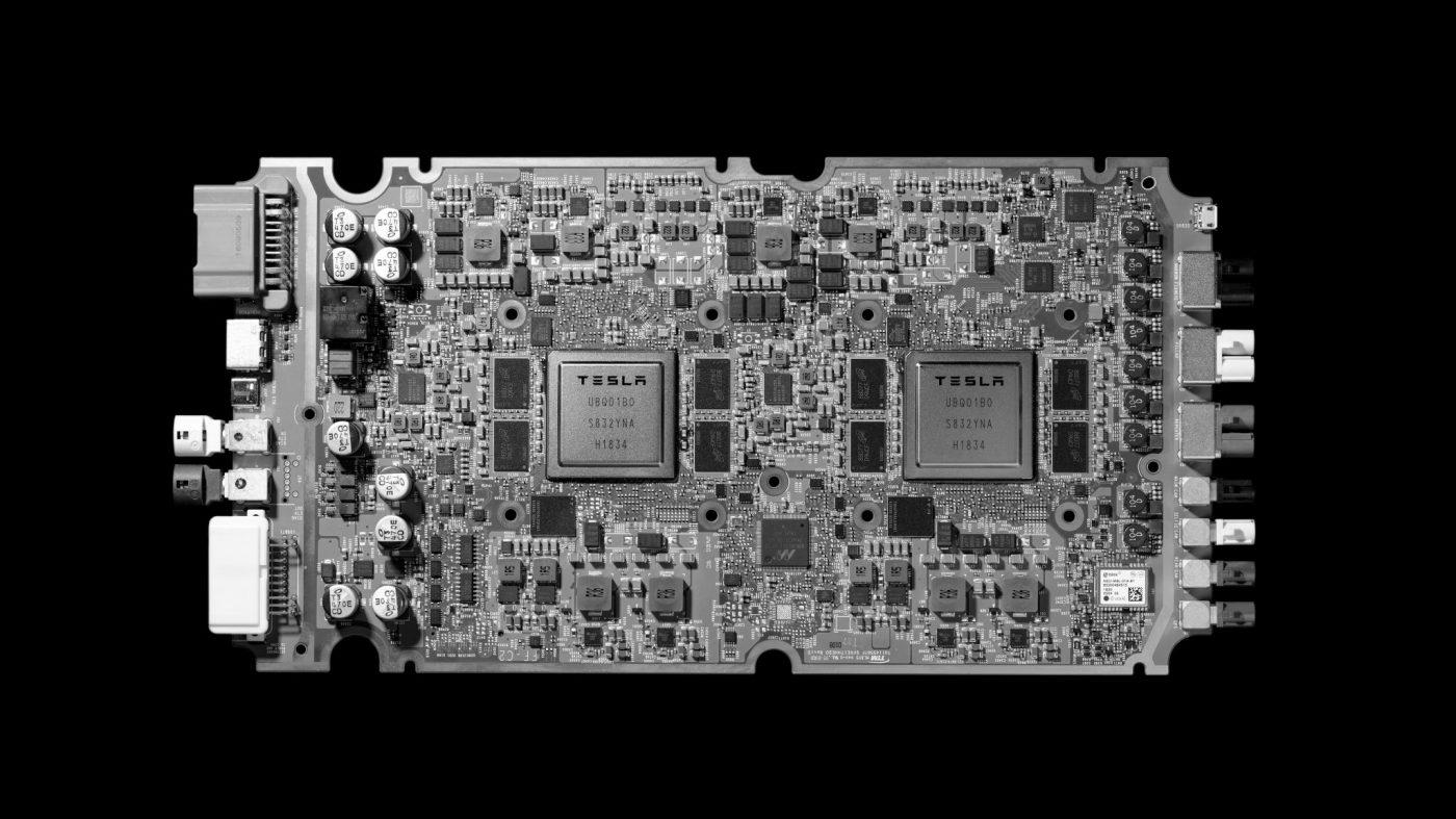 テスラが初のAIチップを発表、完全自動運転へ向け加速