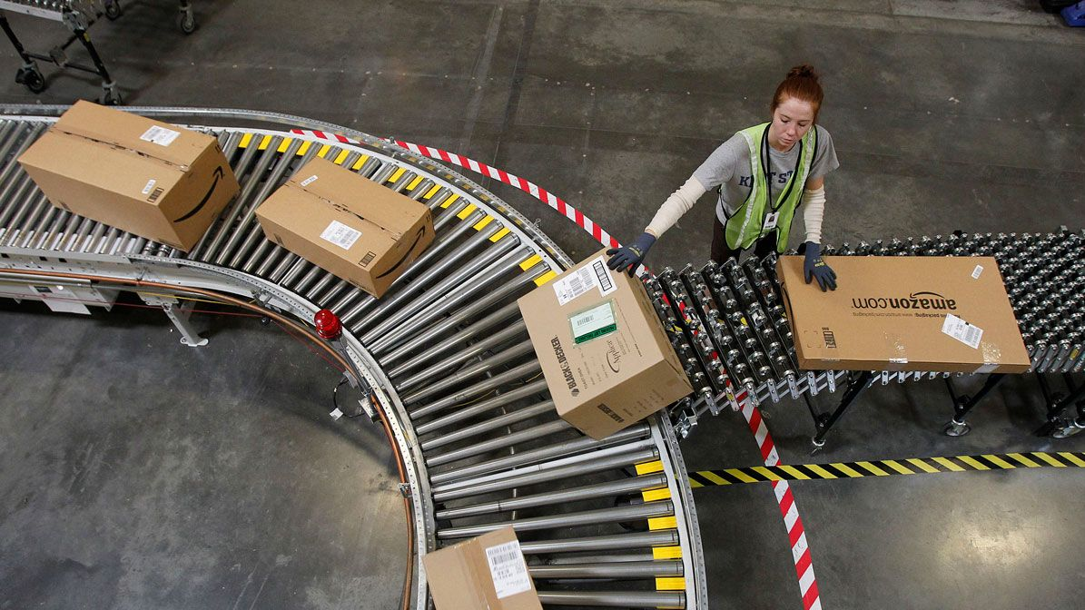解雇通知書も自動作成、アマゾン倉庫の驚きの生産性管理システム