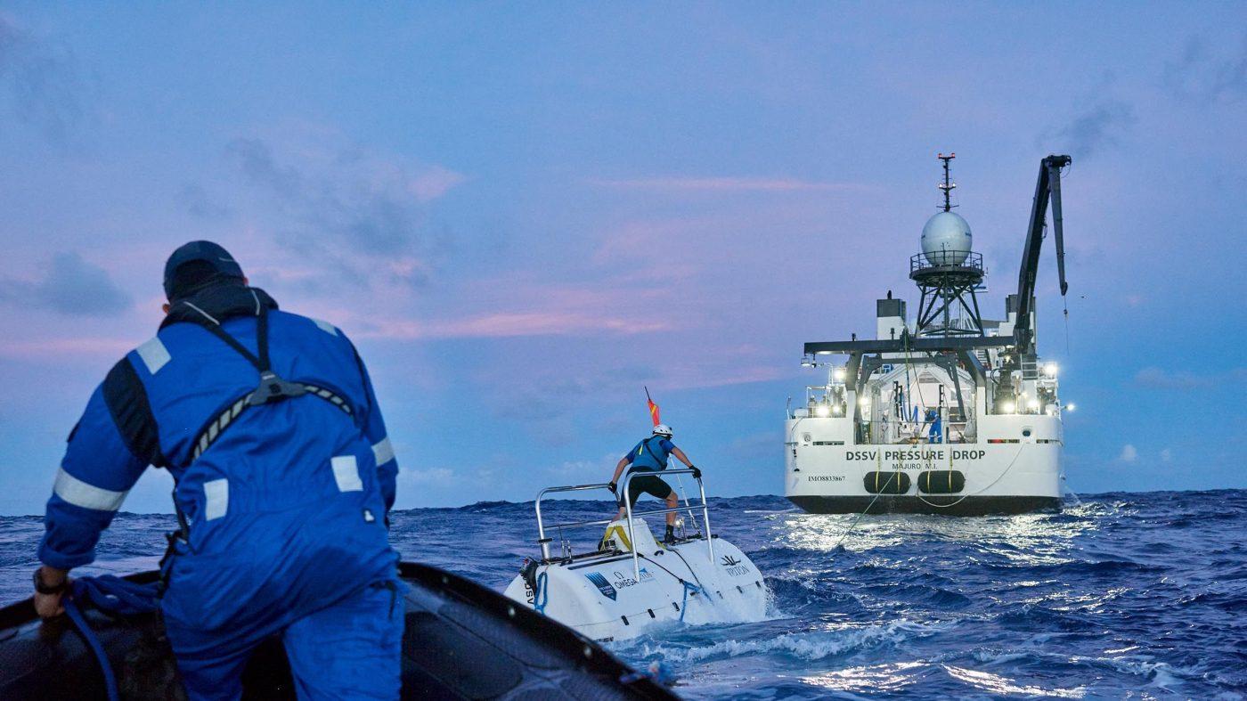 有人潜水艇の世界記録達成、マリアナ海溝で見つかったものは?
