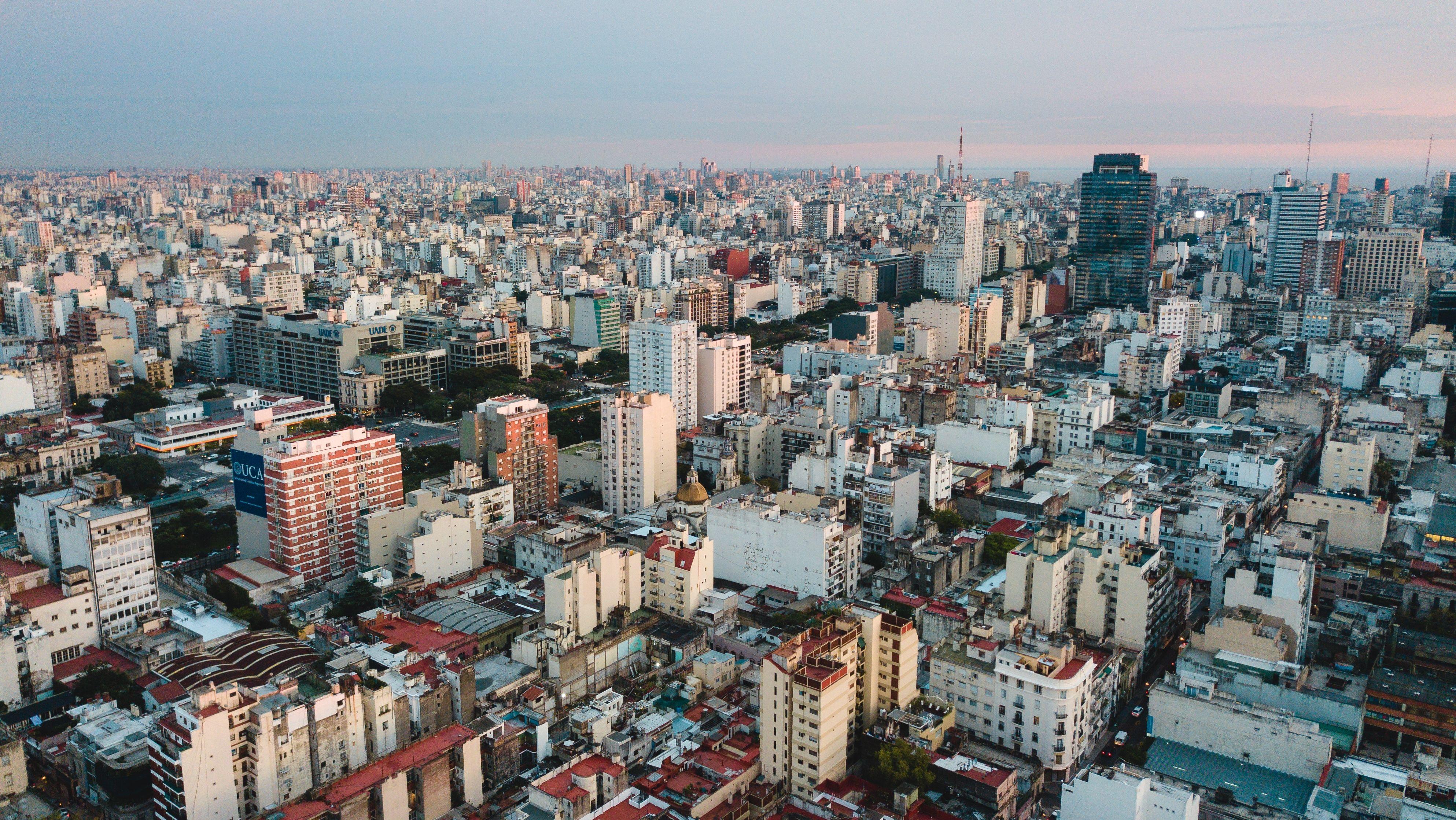 苦境のアルゼンチン経済 「救世主」暗号通貨は タンス預金を引き出せるか?