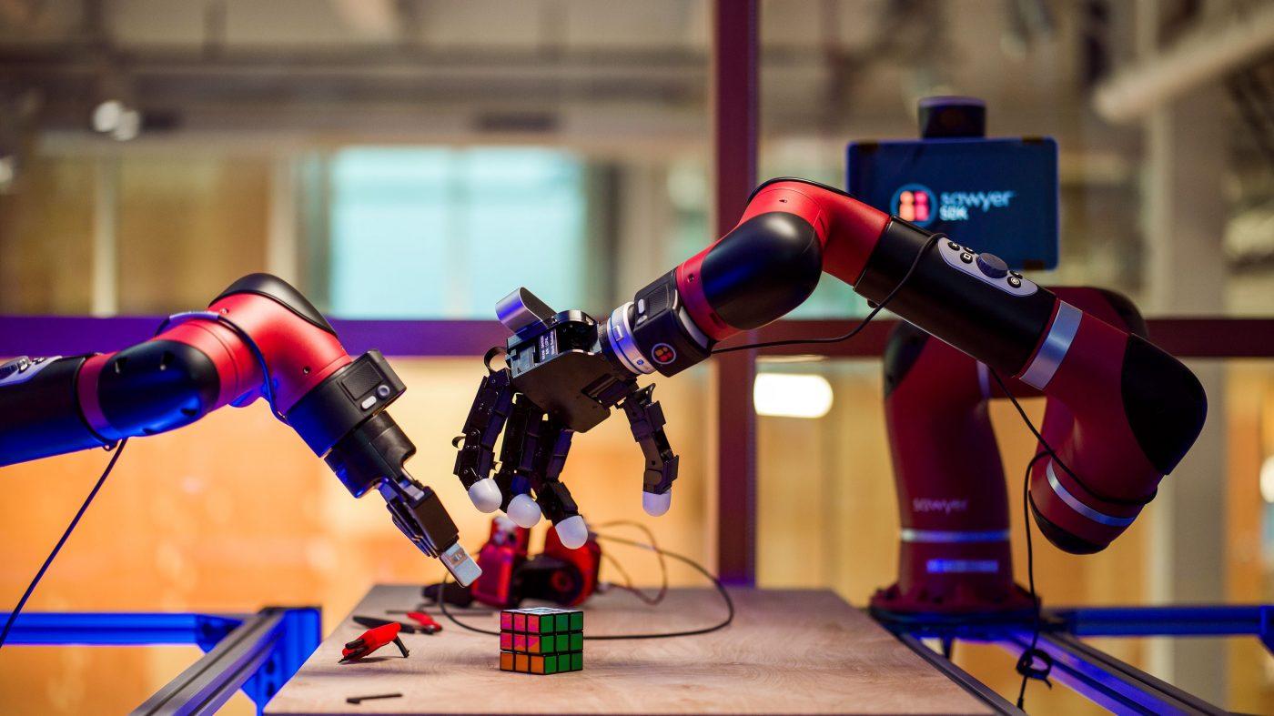 フェイスブックがロボット工学研究所を開設、その狙いは?