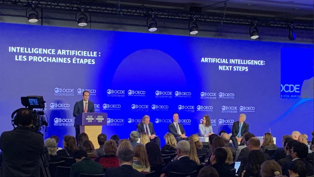 OECDが「AI原則」を勧告、人権尊重し活用を