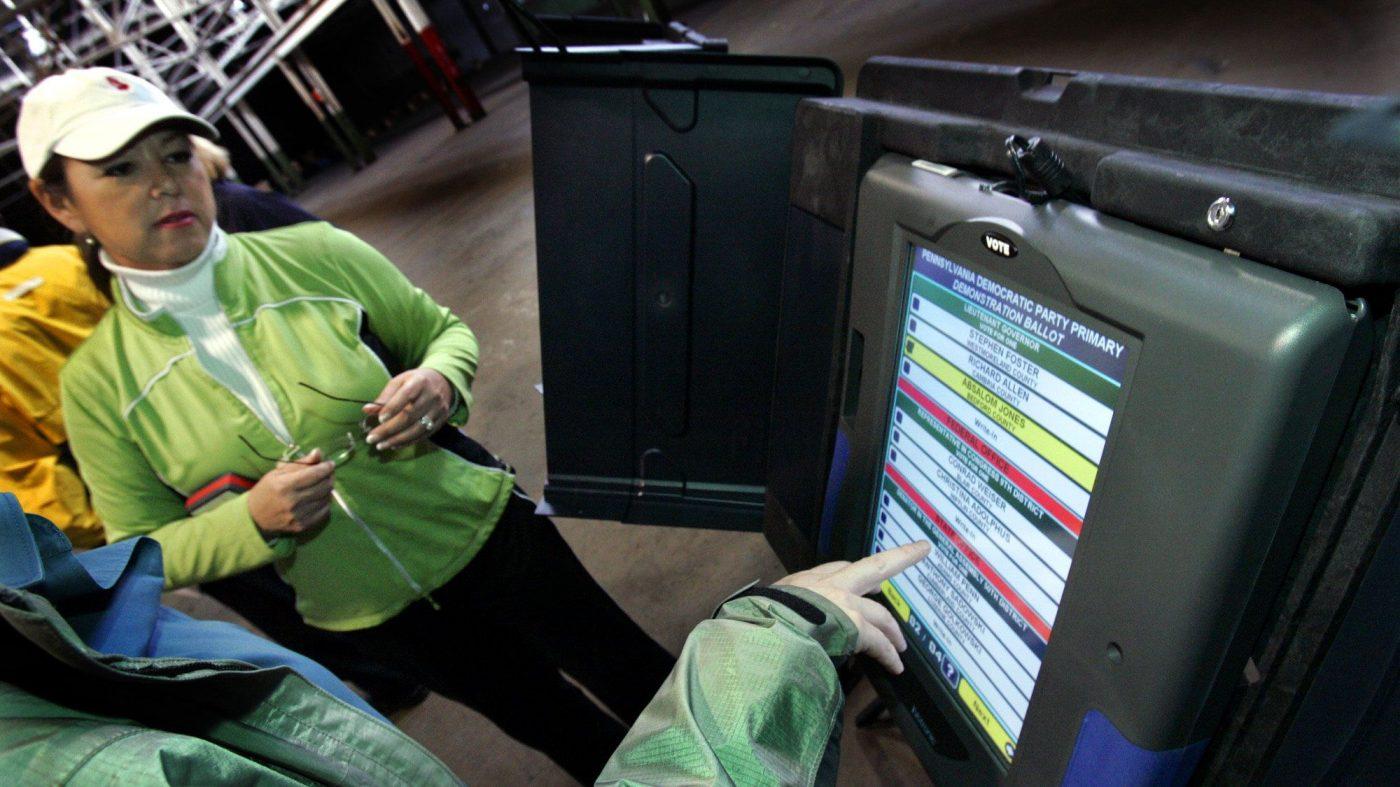 「紙の投票用紙」やっぱり必要、米大手電子投票機メーカーの変節