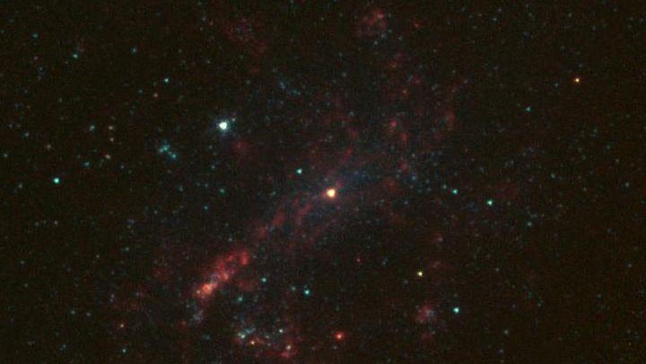 矮小銀河のブラックホール、予想よりもずっと軽いことが判明