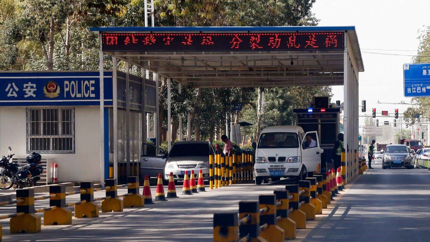 新疆の旅行客に中国官製スパイウェア、日本のバンドも監視対象に