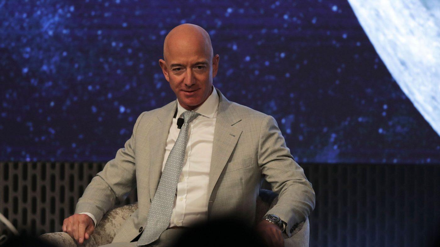 アマゾンもネット衛星参入、3200基の打ち上げを申請