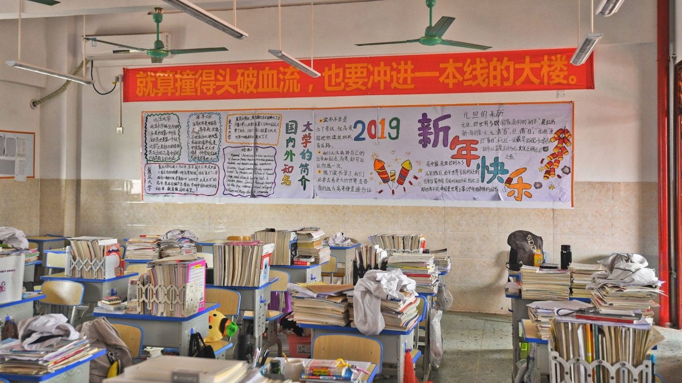 小学生1万7000人にスマートウォッチを無償配布=中国・広州市