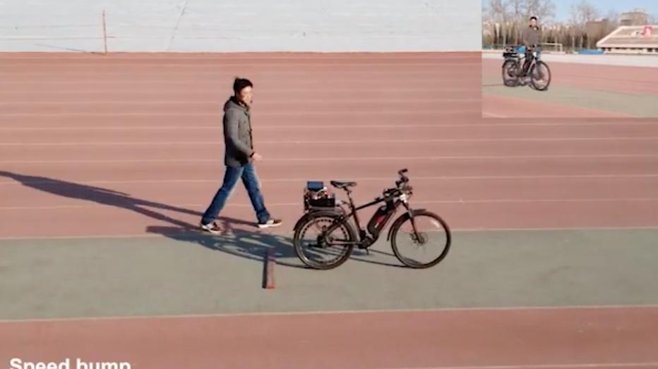 清華大学がAI専用ハイブリッド・チップ、自律「自転車」で実証