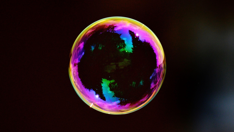 「巨大シャボン玉」作りには何が必要か? 現代科学の謎に迫る