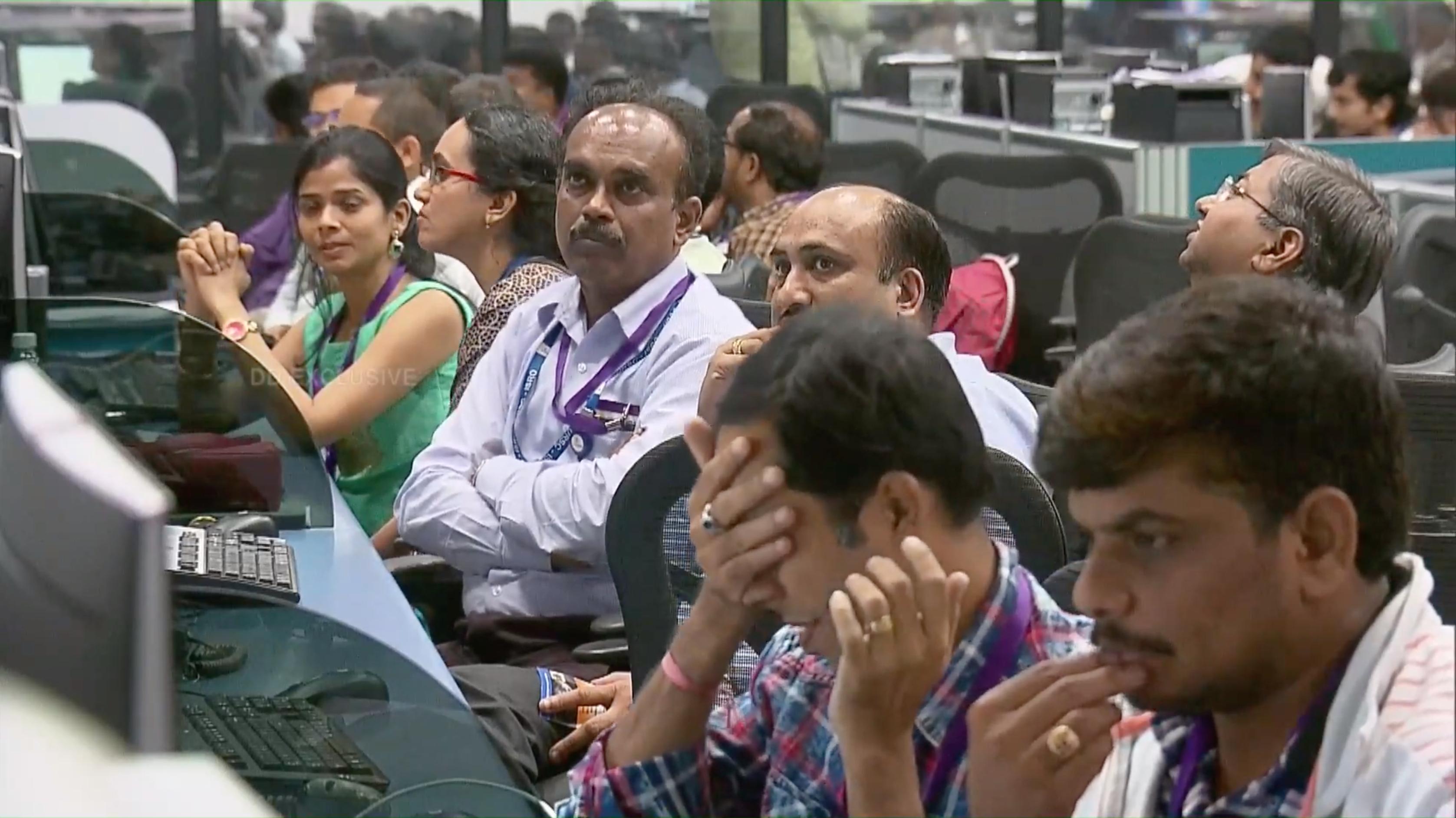 インドの月探査機「チャンドラヤーン2号」月面着陸失敗か