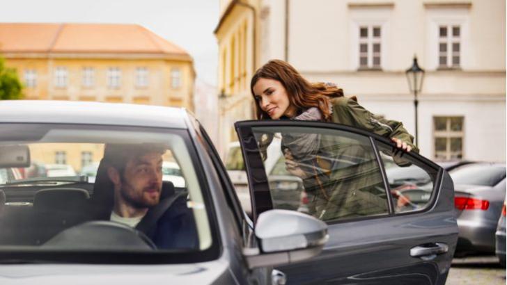 ドライバーを従業員に、ウーバーの未来を左右する新法案が波紋