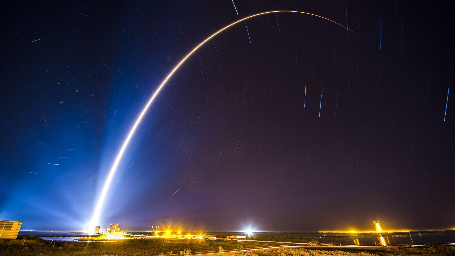米国防総省が最大1200基の衛星打ち上げを計画、極超音速兵器に対抗