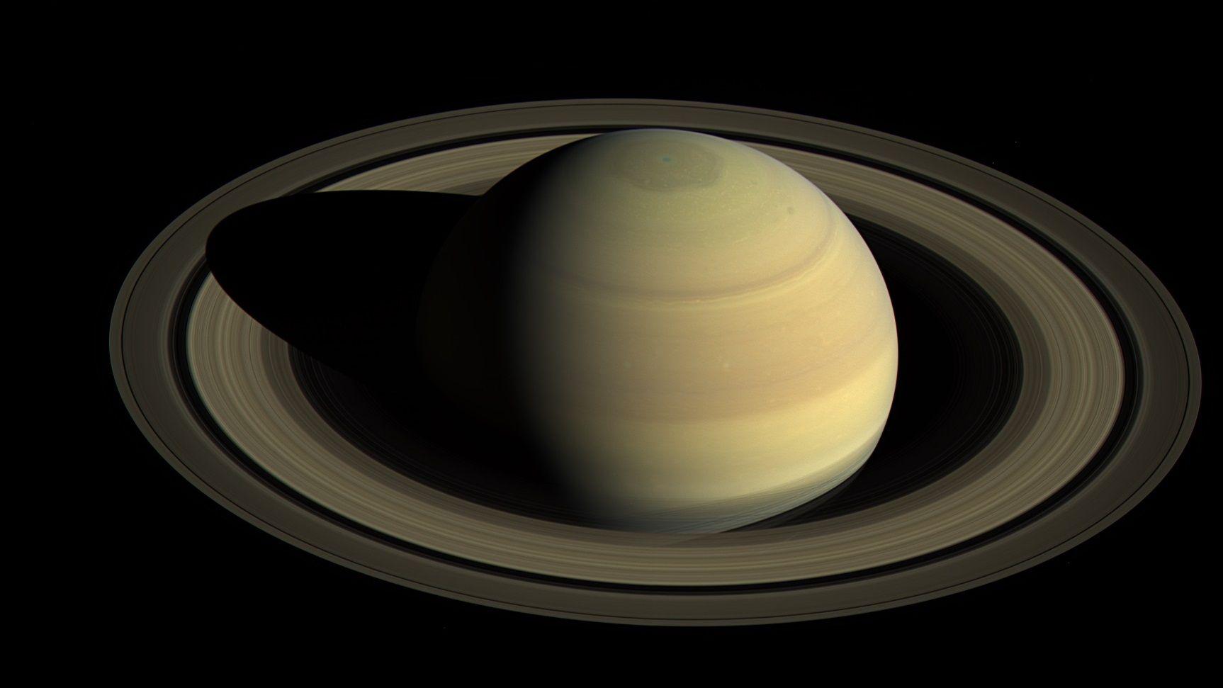 土星で新しい衛星が20個発見、太陽系で最多に