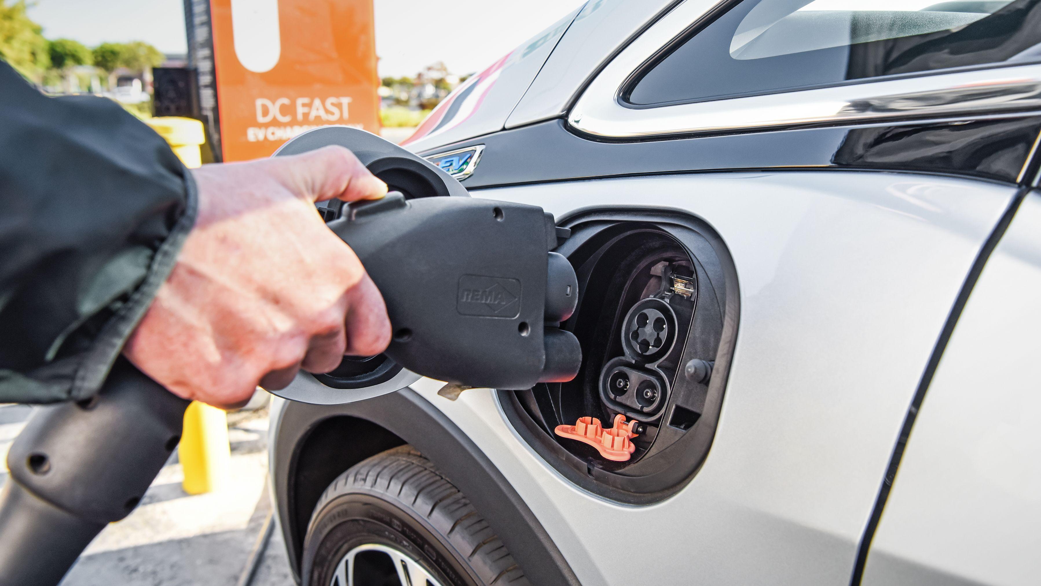 「EV革命」過剰な期待、リチウムイオン電池価格のMIT新予測