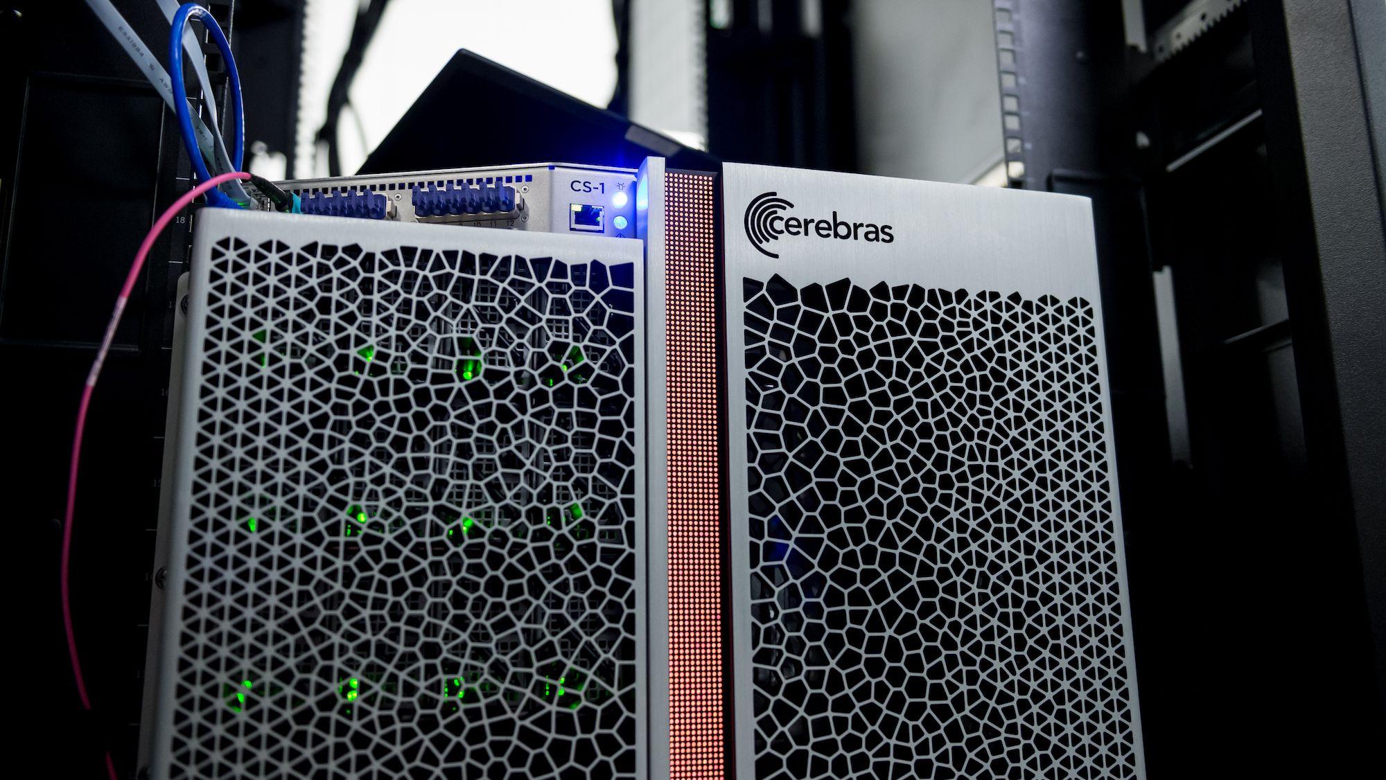 米国立研究所、iPadより巨大なAIチップ搭載機をがん研究に導入