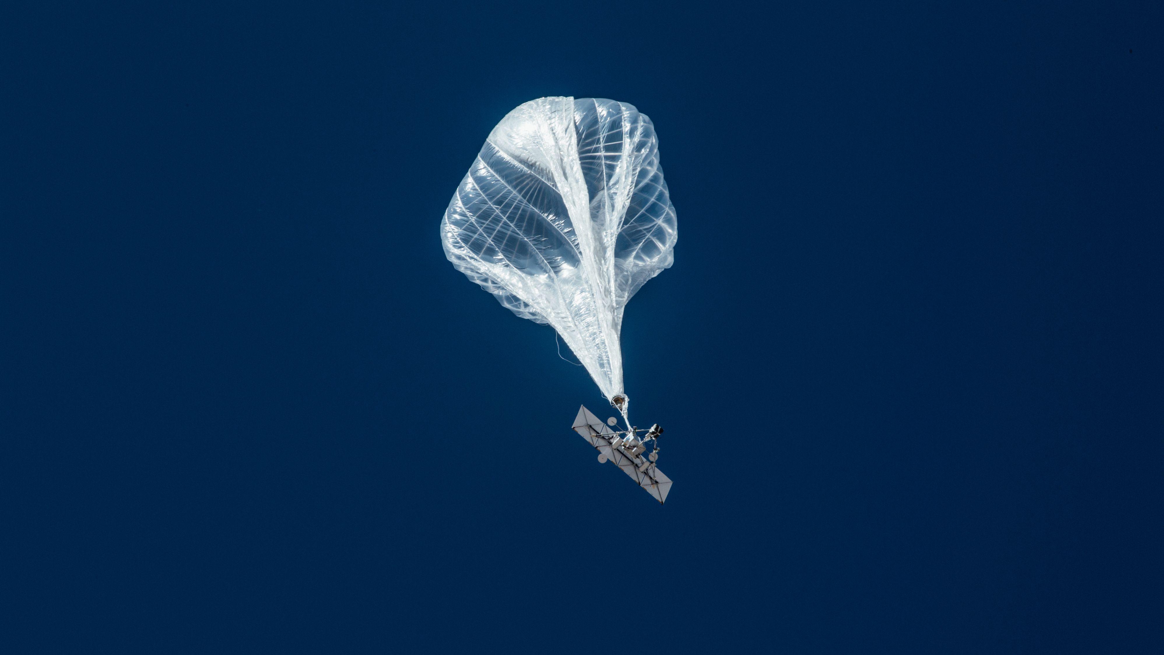 グーグルの「ルーン」がペルーで気球インターネット提供へ
