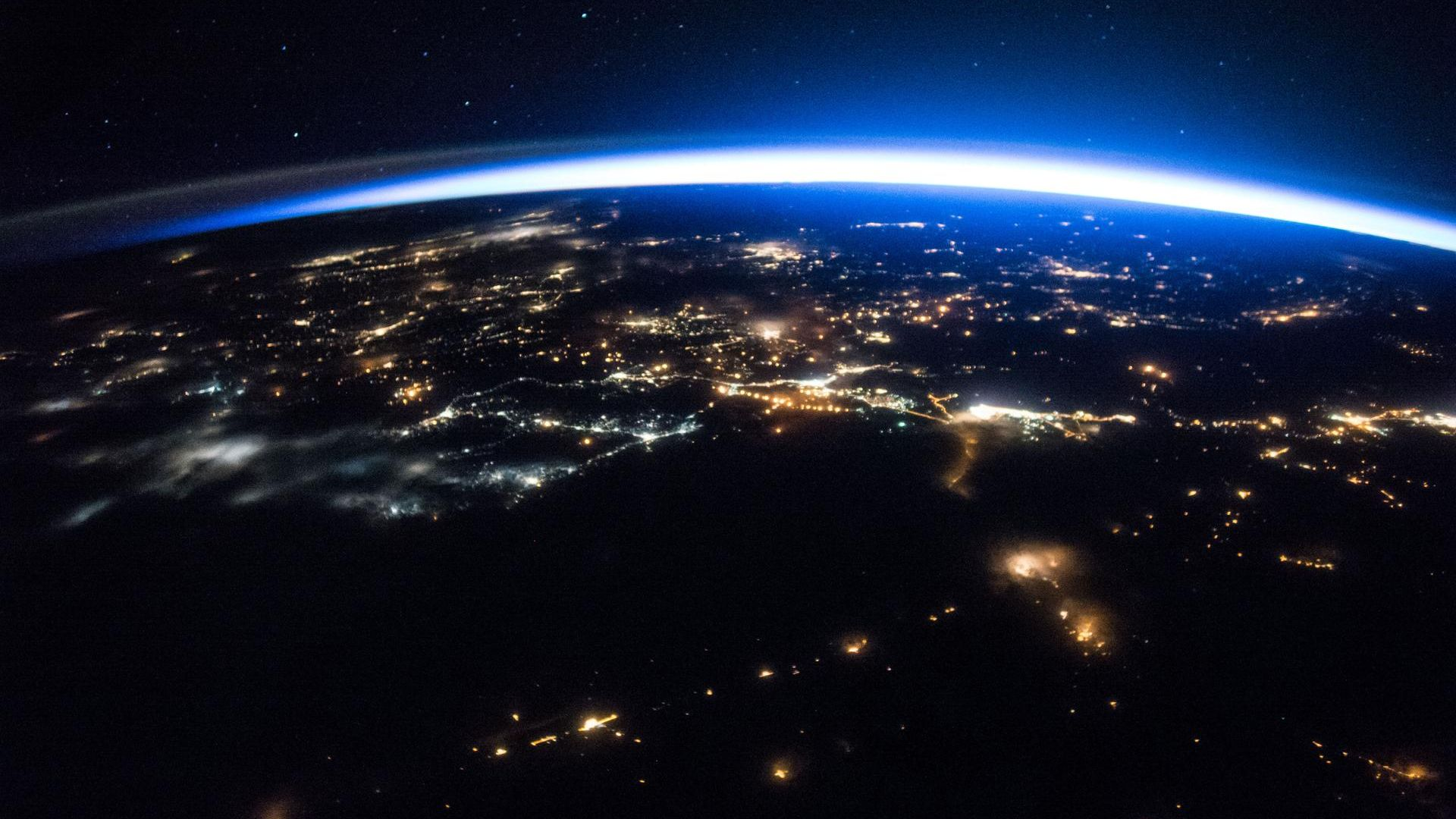 ニッチで稼ぐ新興国 「小規模宇宙機関」の時代が やってきた