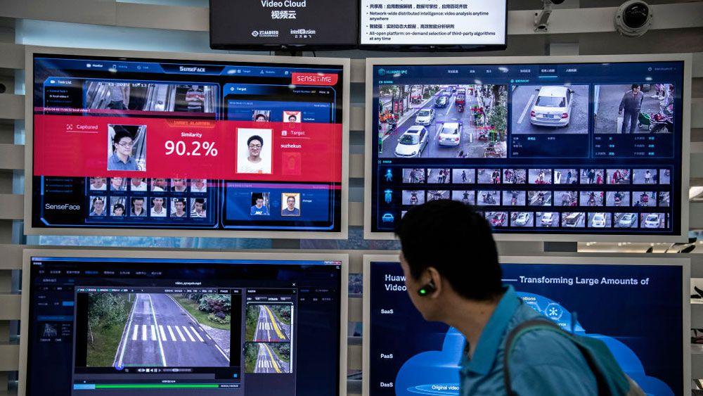 中国政府、携帯電話の新規契約で顔スキャンを義務化