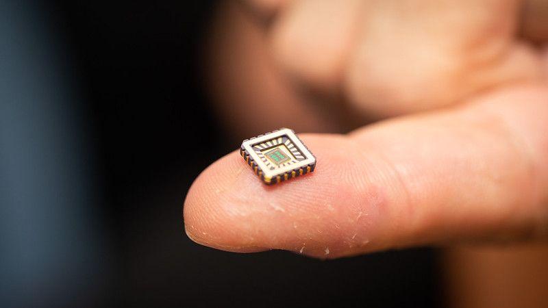微小電力で動く人工ニューロン搭載チップ、神経性疾患治療に期待
