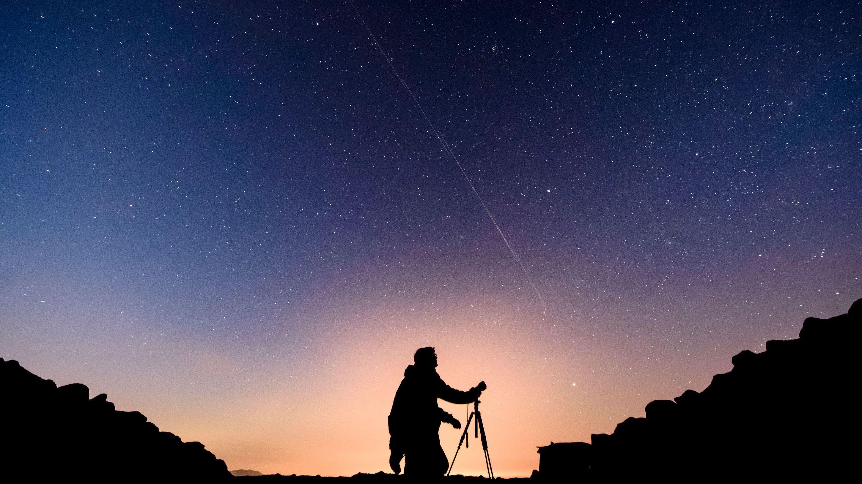 スペースXが衛星に新塗装、天文観測への影響を回避できるか?