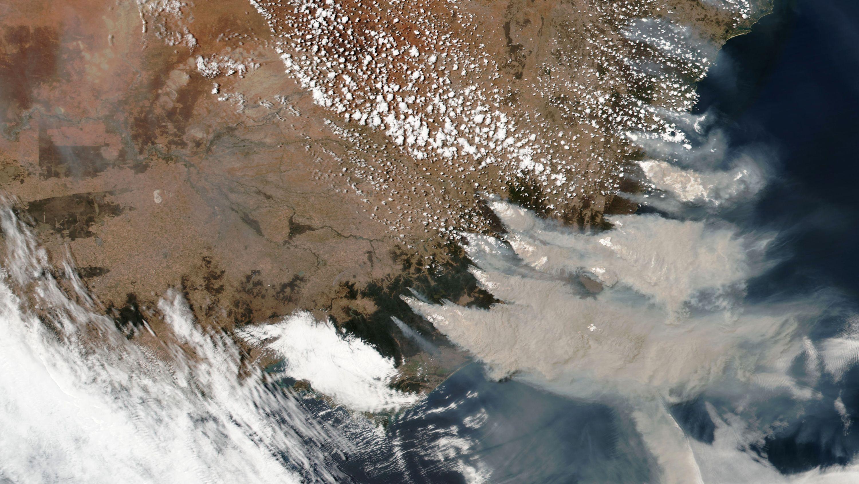 オーストラリアの森林火災、NASA衛星画像が捉えたその被害規模