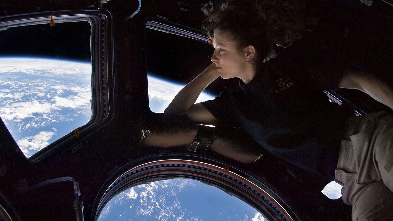 読者からの質問:等加速度運動で重力を作り出せますか?