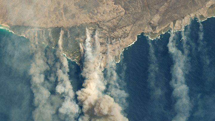 オーストラリア山火事、100カ国分の二酸化炭素が排出される悪循環