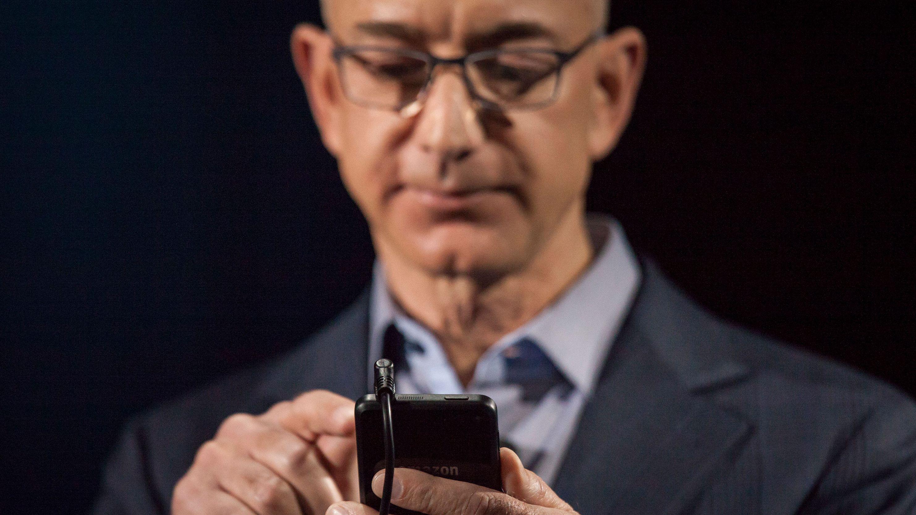ジェフ・ベゾスの携帯ハッキング疑惑、多すぎる謎
