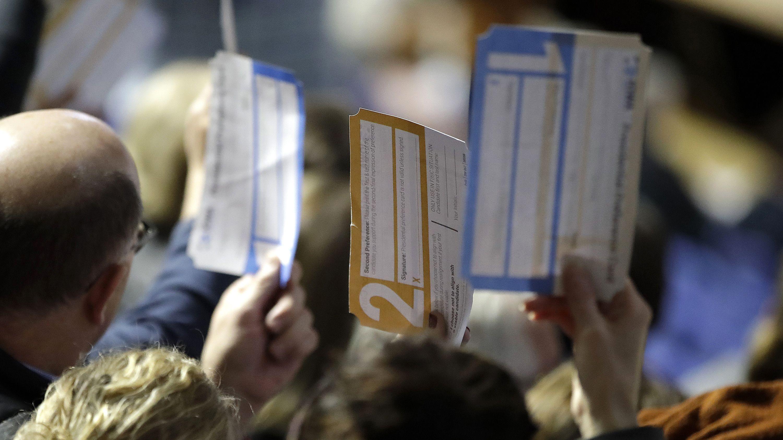 米大統領選の民主党候補者選び、電子投票の不具合でいきなり混乱