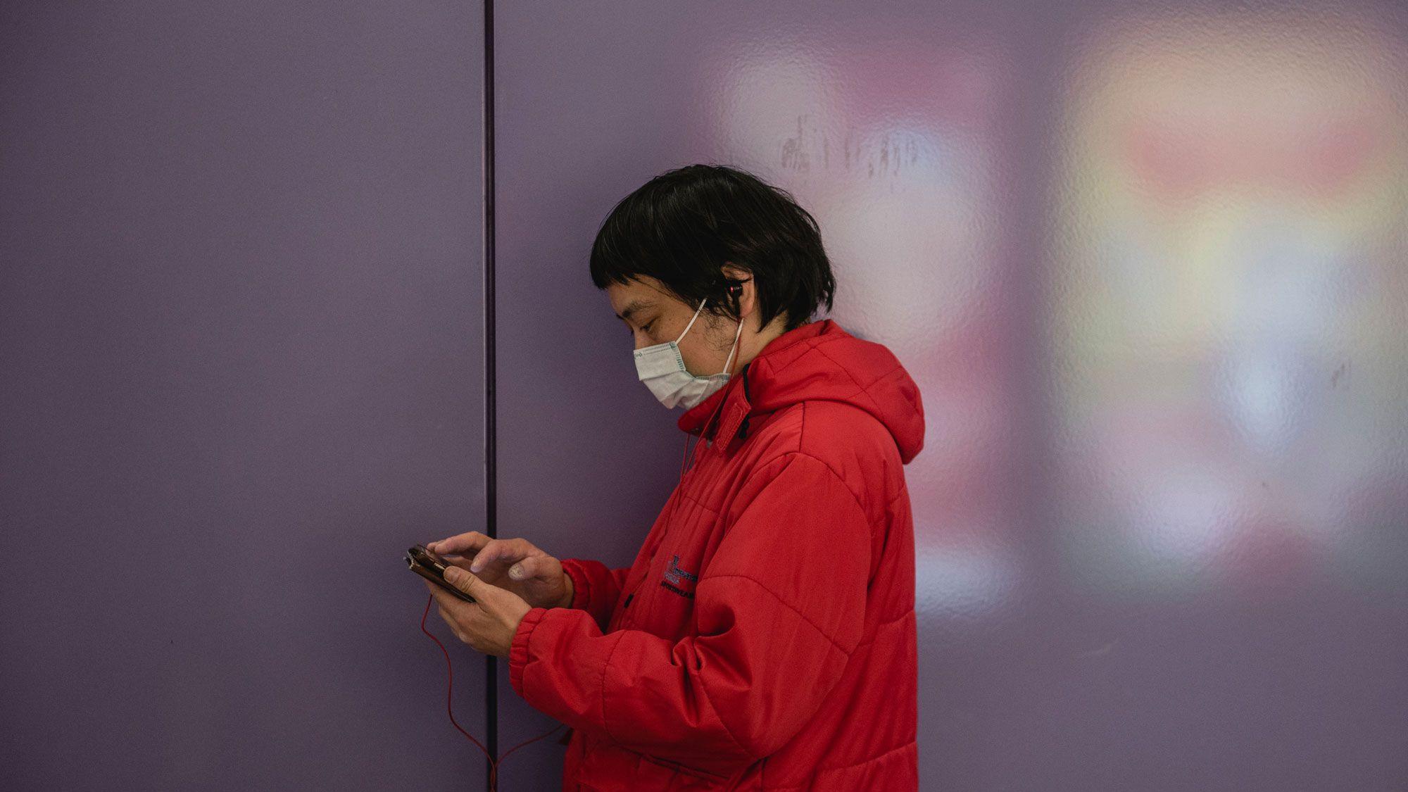 中国政府、新型コロナ感染者との「濃厚接触」判定アプリ