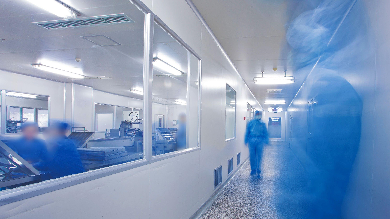 新型コロナウイルス、 「人工合成」で研究加速に リスクはないか?