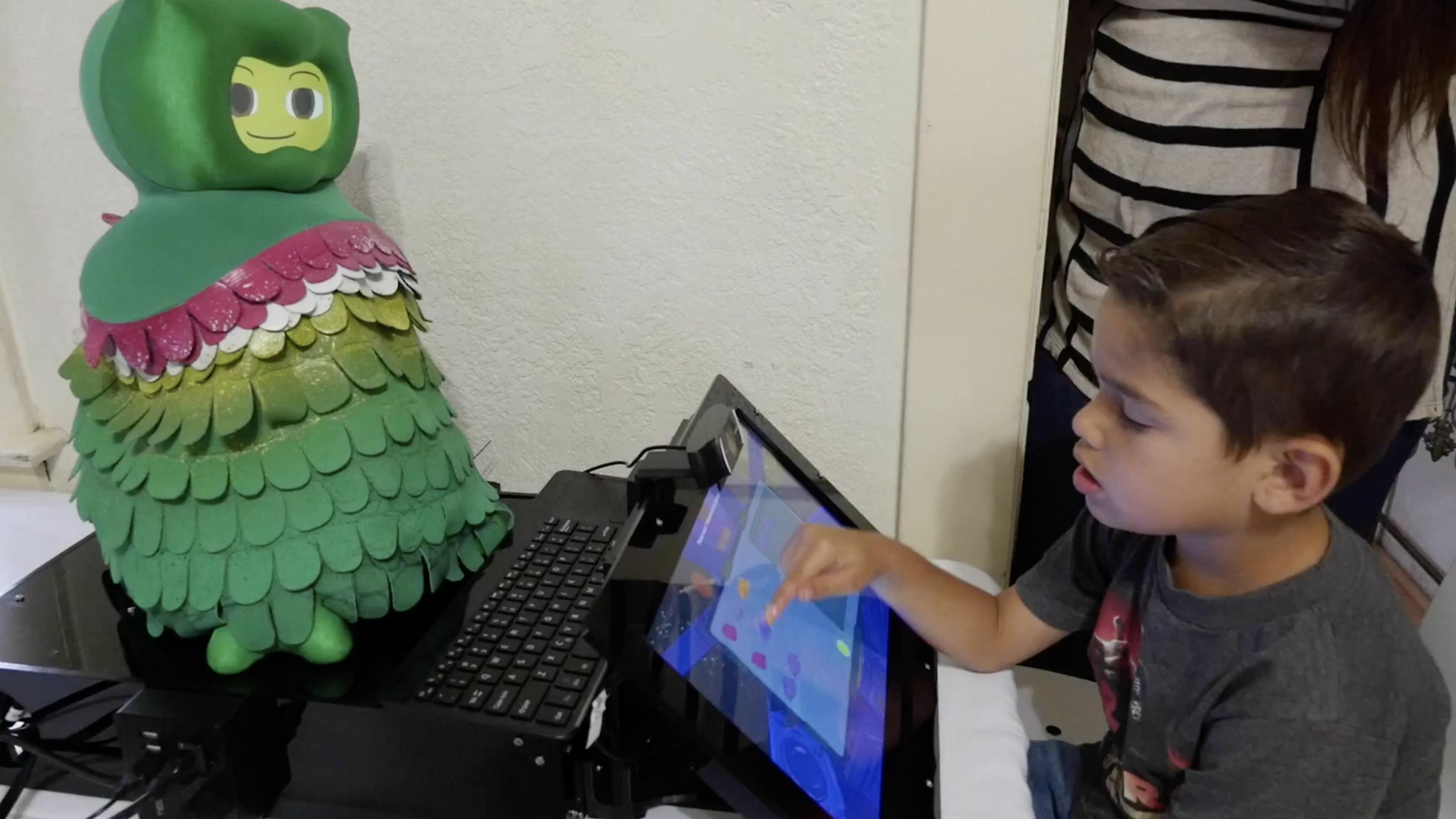 自閉傾向の子どもの発達を個別支援、USCが新ロボット