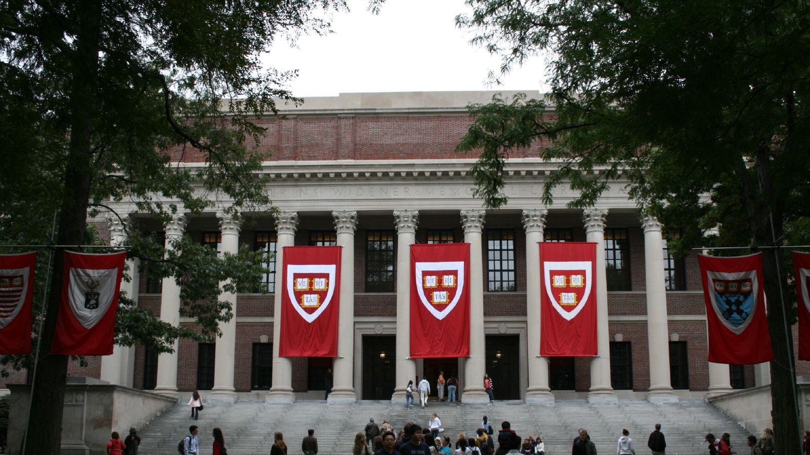 ハーバード大学とMITもオンライン講義に、新型コロナ対策で