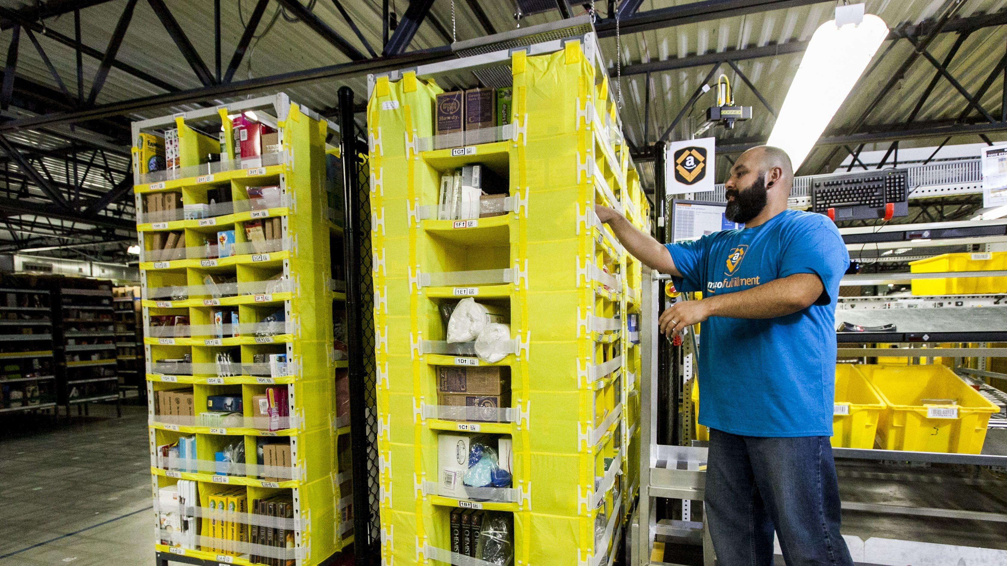 新型コロナで注文激増、アマゾンが米国で10万人を新規雇用へ