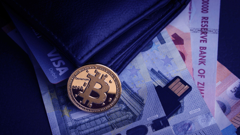 新型コロナでビットコインが暴落、「安全な避難場所」は幻想か