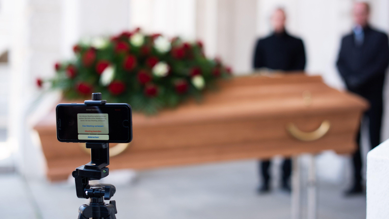 ズーム葬儀、バーチャル墓地——新型コロナで変わる「最期の別れ」