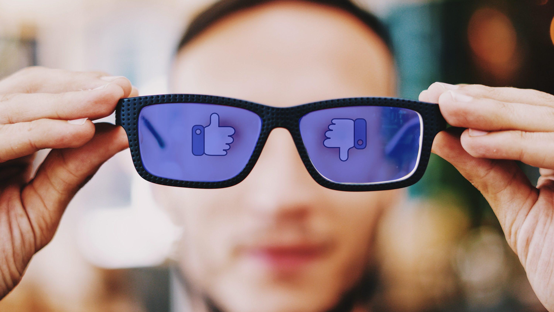 フェイスブック、ボットを使った偽ユーザー同士の交流でバグ探し