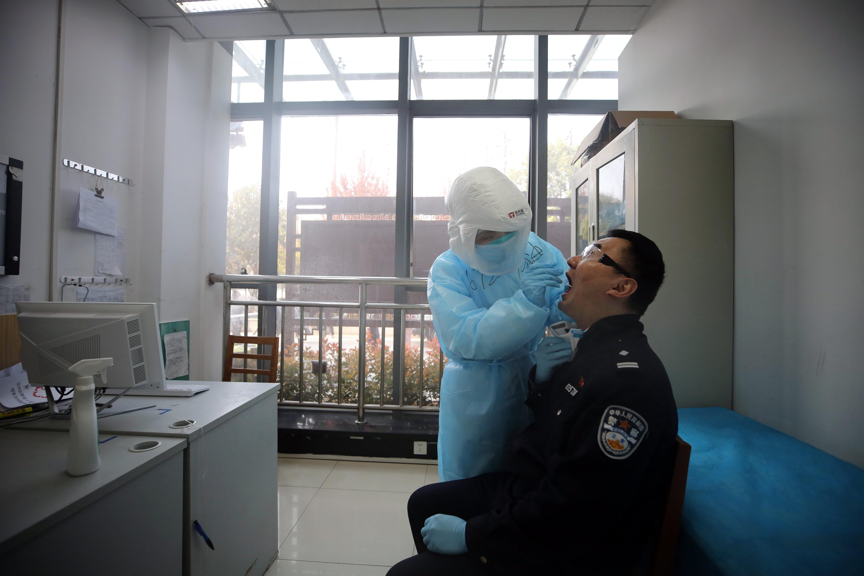 新型コロナ感染第2波を警戒、武漢市が住民1100万人を検査へ