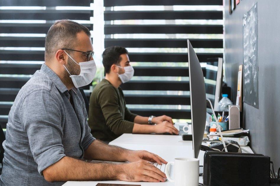 オフィス再開へ動き出す企業 変わる職場風景は 受け入れられるか?
