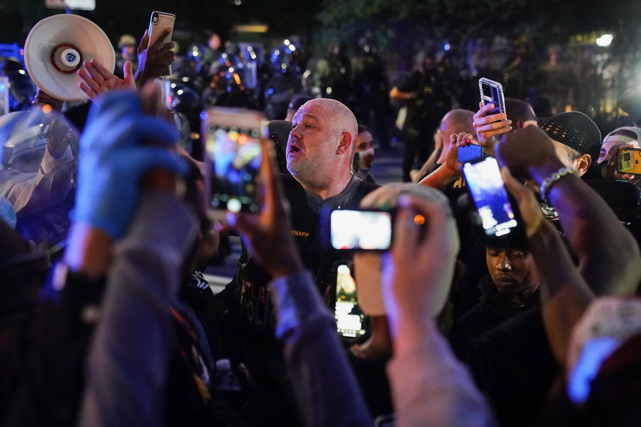 「国民総カメラマン」時代に警察の暴行を止められない理由