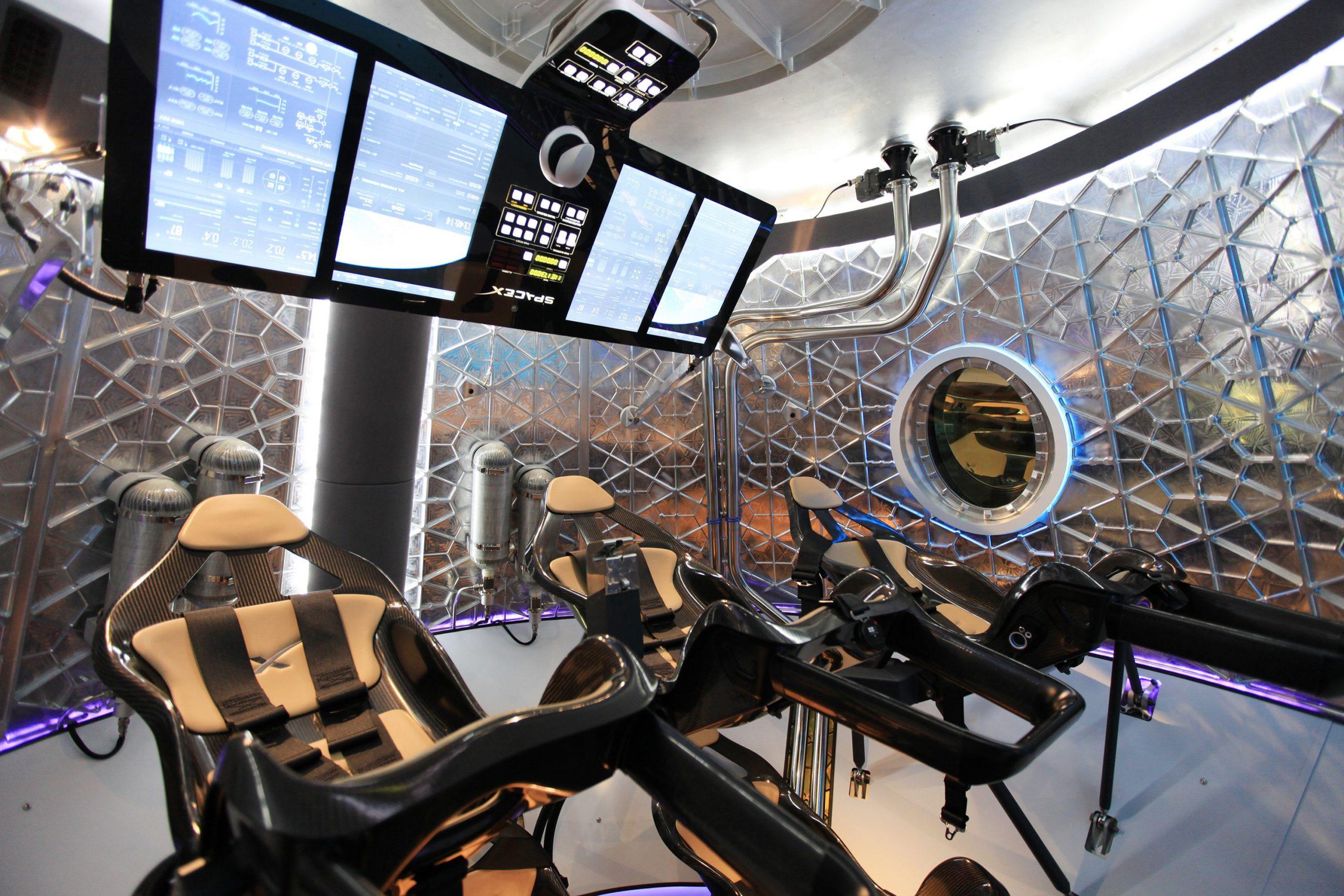 消える操縦桿、宇宙船の「AI化」はどこまで進めるべきか?